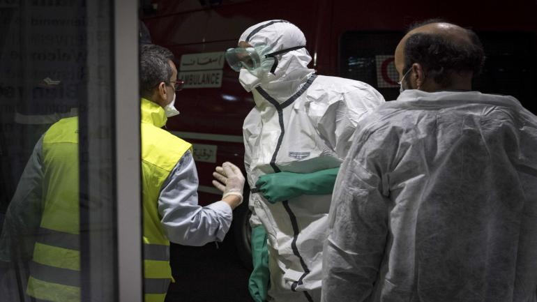 Moroccan health workers scan passengers arriving from Italy for coronavirus COVID-19 at Casablanca Mohammed V International Airport on March 3, 2020. (Photo by FADEL SENNA / AFP)