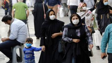 epa08774777 Iranians wearing face masks walk in at the Tajrish bazaar in Tehran, Iran, 26 October 2020. According to the Iranian Health ministry, Iran reported its daily COVID-19 infections by announcing 5960 new infections and 337 death toll in past 24 hours as it appears that Iran is in the grip of a third wave of COVID-19 outbreak. Iranian government has announced new lockdown protocol for 43 cities which doesn't include the capital city of Tehran. EPA/ABEDIN TAHERKENAREH