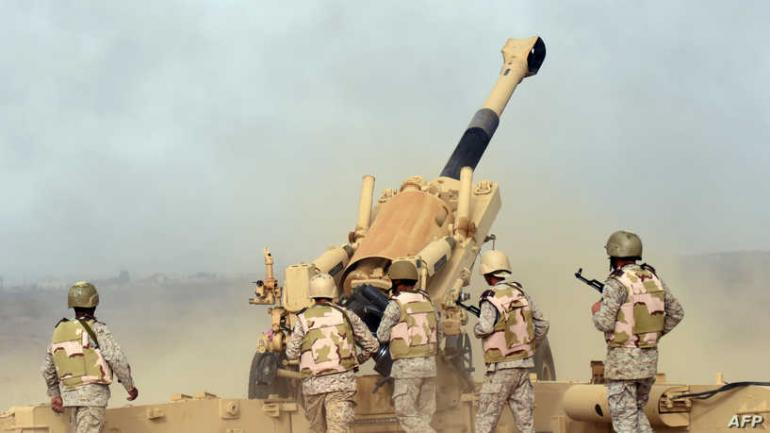 Saudi soldiers from an artillery unit fire shells towards Yemen from a post close to the Saudi-Yemeni border, in southwestern Saudi Arabia, on April 13, 2015. Saudi Arabia is leading a coalition of several Arab countries which since March 26 has carried out air strikes against the Shiite Huthis rebels, who overran the capital Sanaa in September and have expanded to other parts of Yemen. AFP PHOTO / FAYEZ NURELDINE / AFP PHOTO / FAYEZ NURELDINE
